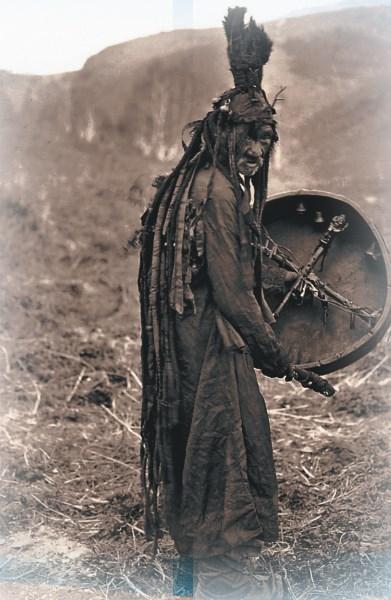 """Байкальский шаман. Иллюстрация: """"Иркутские кулуары"""""""