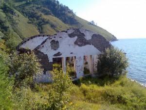 Развалины на 90-м километре КБЖД. Фото: Сергей Ковтун / Panoramio.com