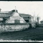 Памятник в ограде Тихвинской церкви (кладбище и церковь не сохранились). Фото: irkipedia.ru