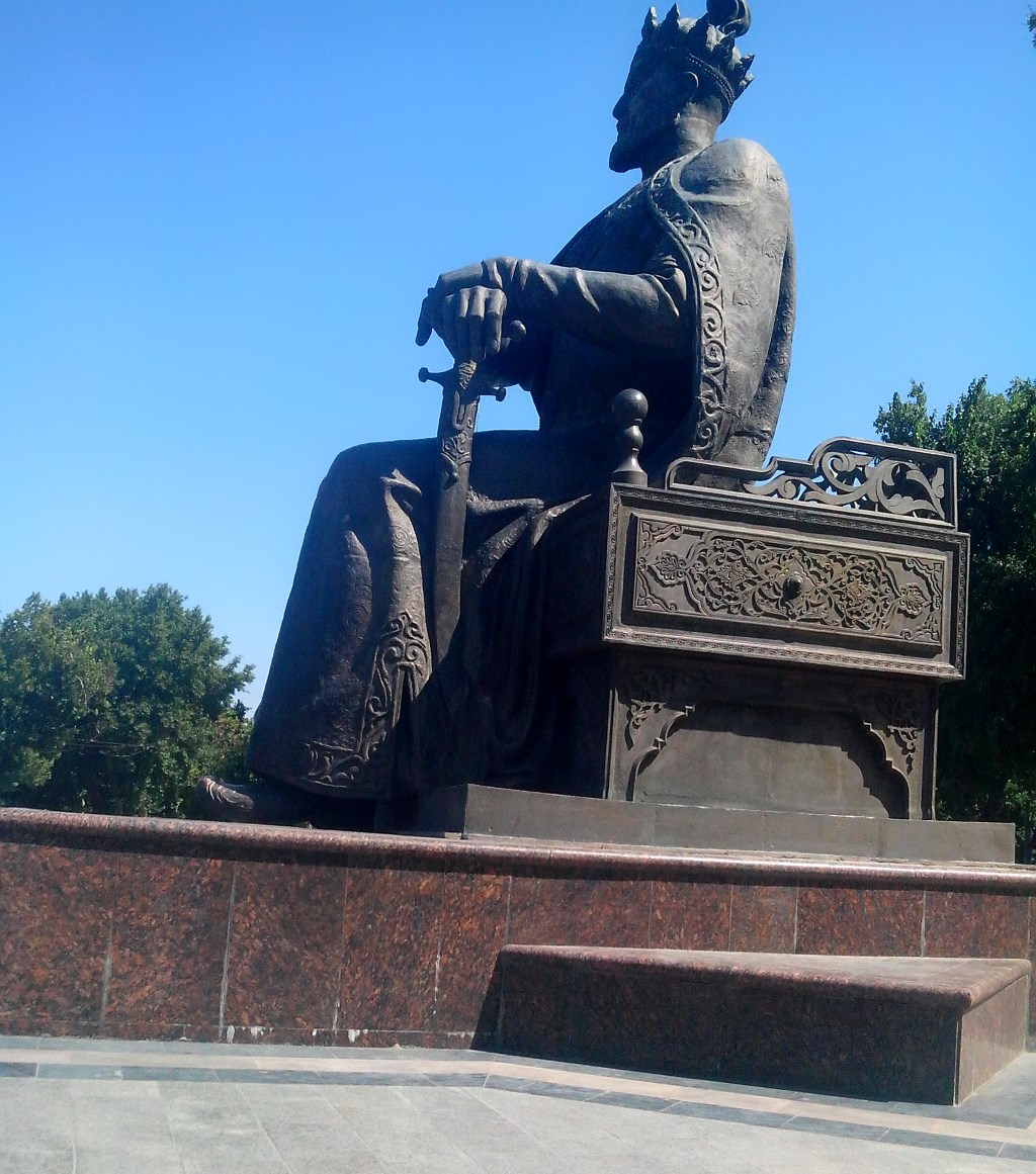 Памятник эмиру Тимуру в Самарканде