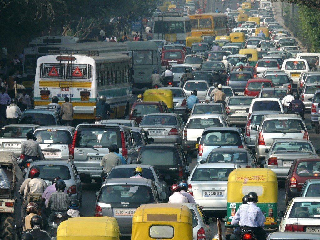 Городской трафик в Дели, Индия. Фото: CC-BY-SA 2.0 flickr.com / Lingaraj GJ