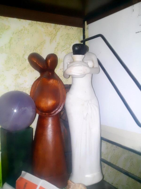 Индийская Афродита из Бомбея (справа)