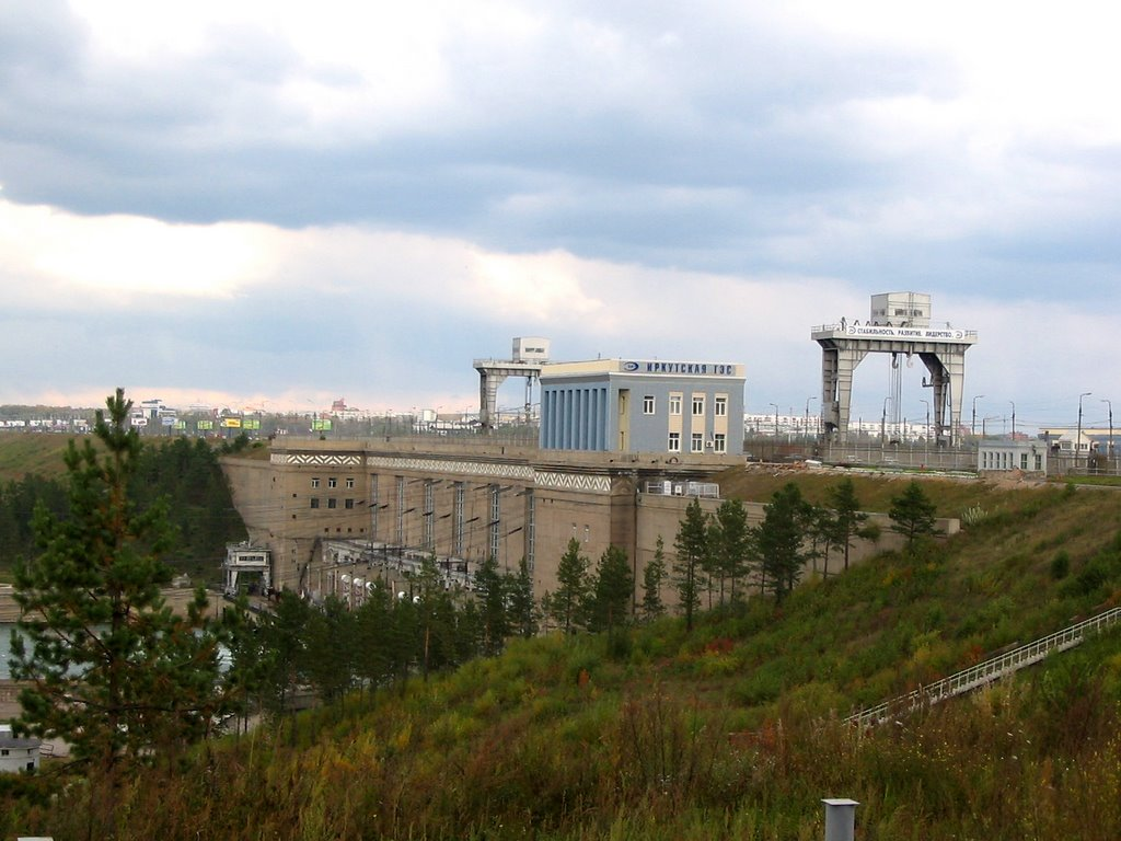 Иркутская ГЭС. Фото: panoramio.com / ira_m