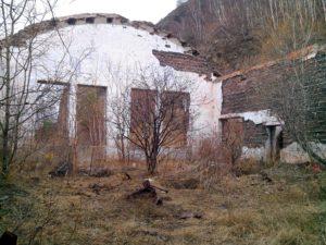 Развалины у КБЖД, май 2016